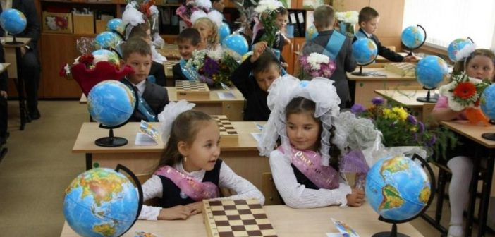 В российских школах и вузах начинается новый учебный год
