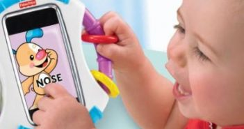 Выплату пособия по уходу за ребенком могут продлить до достижения им трех лет