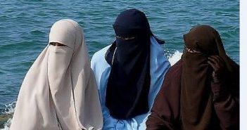 В Аравии запрещены цветные абаи