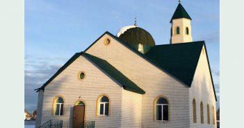Мусульманка своими руками построила мечеть в Сибири