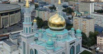 Центральная мечеть Москвы собрала 15 тысяч кыргызов