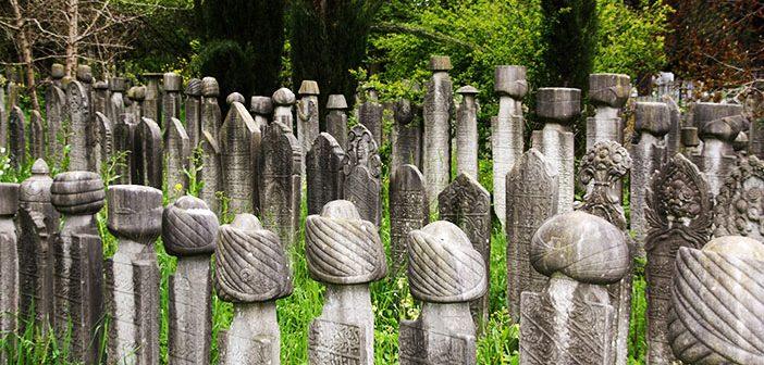 Ливень затопил мусульманское кладбище
