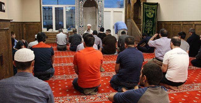 Можно ли заряжать телефон в мечети?
